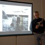 Hans Strömberg berättar om Sune Jonsson och visar bilder från hans böcker